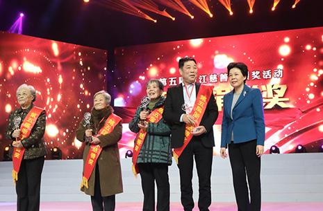 浙江省委常委、宣传部长葛慧君为董事长发表浙江慈悲奖